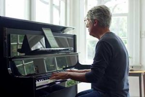 adult piano student learns with app