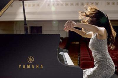 Playing a Yamaha SX-Series Grand Piano
